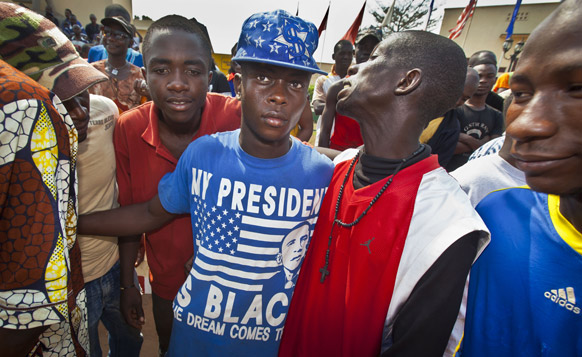 वैंगुई में शांति के लिए रैली भाग लेते युवा।