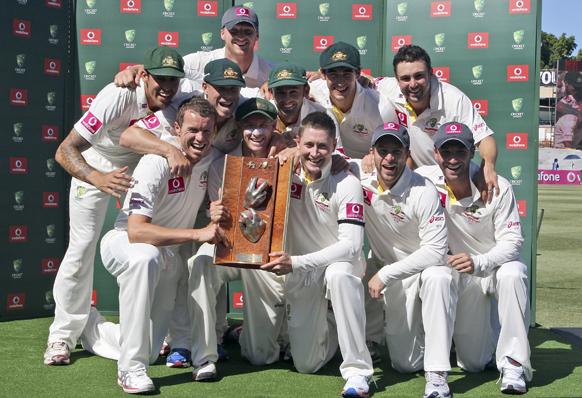 ऑस्ट्रेलियाई क्रिकेट टीम श्रीलंका को तीन मैचों की टेस्ट सीरीज 3-0 से हराया।