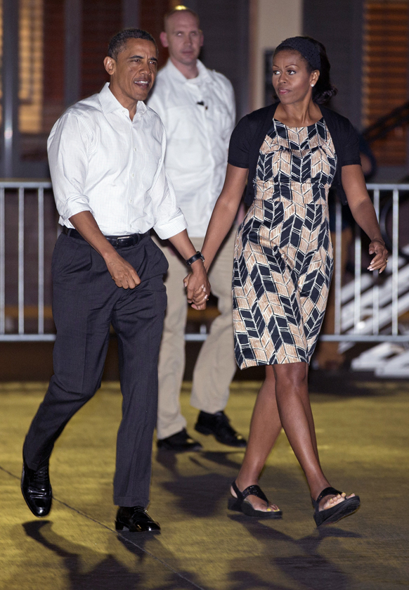 होनोलुलु में अमेरिकी राष्ट्रपति बराक ओबामा अपनी पत्नी मिशेल ओबामा के साथ।
