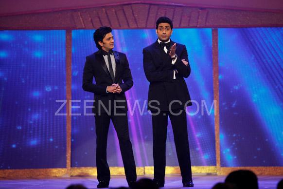 ज़ी सिने अवॉर्ड्स 2013 के मौके पर अभिषेक बच्चन और रितेश देशमुख।