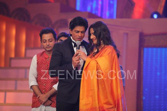 ज़ी सिने अवॉर्ड्स 2013 के मौके पर शाहरूख खान और विद्या बालन।