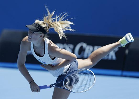 ऑस्ट्रेलियन ओपेन के लिए तैयारी करती टेनिस खिलाड़ी रूस की मारिया शरापोवा।