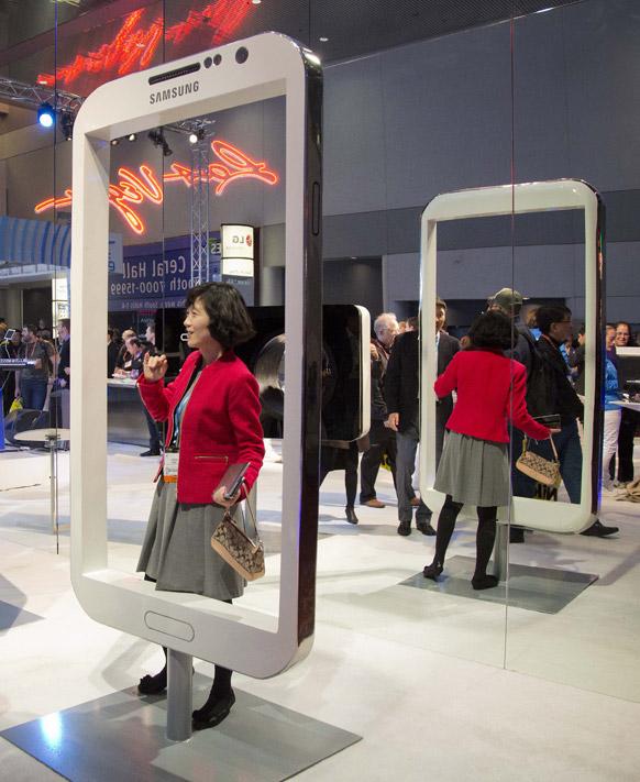 अमेरिका के लास वेगास में सैमसंग मोबाइल डिवाइस का एक दृश्य।