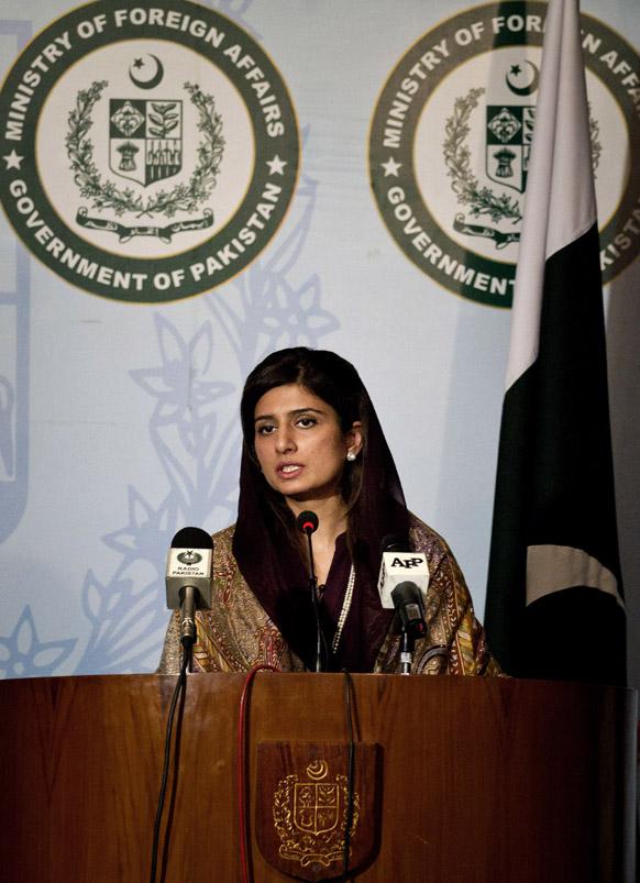 इस्लामाबाद में प्रेस कॉन्फ्रेंस करती पाकिस्तानी विदेश मंत्री हिना रब्बानी खार।