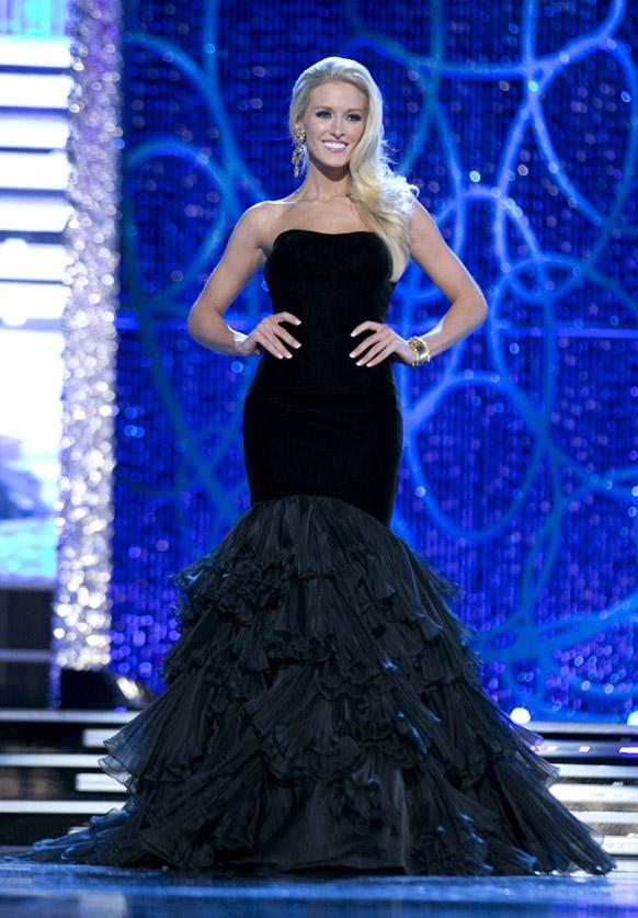 लॉस वेगास में मिस अमेरिका सौंदर्य प्रतियोगिता के -2013 के पहले चरण के दौरान मिस डीसी एलिन रोज।