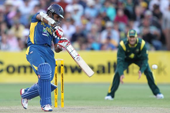 एडिलेश में आस्ट्रेलिया के खिलाफ बल्लेबाजी करते श्रीलंकाई बल्लेबाज लाहिरू थिरिमने।