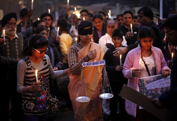 नई दिल्ली में महिलाओं के प्रति अपराधिक घटनाओं को लेकर विरोध-प्रदर्शन।
