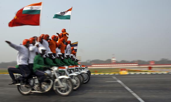 नई दिल्ली में थलसेना दिवस के मौके पर जांबांजों का शानदार प्रदर्शन।