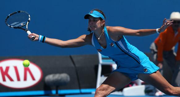 ऑस्ट्रेलियन ओपन टेनिस टूर्नामेंट 2013 के दौरान बॉल रिटर्न करती हुई जर्मनी की जुलिया जॉर्ज।