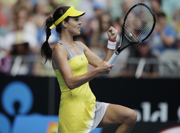 मेलबर्न में टेनिस खिलाड़ी एना इवानोविक मुकाबले में थर्ड राउंड जीतने के बाद खुशी का इजहार करती हुई।