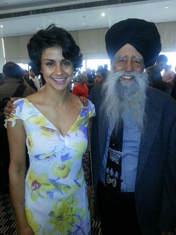 बॉलीवुड अभिनेत्री गुल पनाग ने फौजा सिंह के साथ अपनी तस्वीर पोस्ट की है।