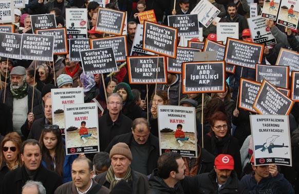 टर्की में विद्रोह-प्रदर्शन का एक दृश्य।