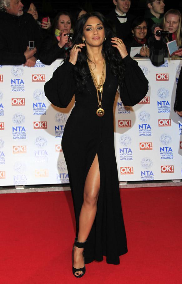 लंदन में o2 एरेना में नेशनल टेलीविजन अवार्ड्स के दौरान शिरकती करती हुईं निकोल शेरिंगर।