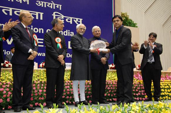वोटरों को जागरूक करने के लिए उद्देश्य शुरू किए गए इस कैंपेन के जरिये खासी सफलता मिली और मीडिया के क्षेत्र से पहली बार ज़ी न्यूज को इस प्रतिष्ठित अवार्ड से नवाजा गया।  यह पुरस्कार ग्रहण किया ज़ी न्यूज़ के मार्केटिंग हेड रोहित कुमार ने।