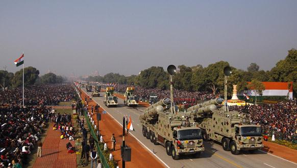 सैन्य ताकत : नई दिल्ली में 64वें गणतंत्र दिवस समारोह के दौरान राजपथ पर ब्रह्मोस मिसाइल लांचर को प्रदर्शित किया गया।