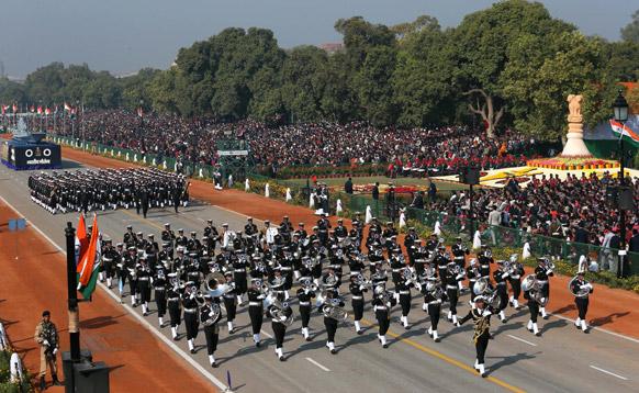 नई दिल्ली में 64वें गणतंत्र दिवस समारोह के दौरान राजपथ पर परेड में शामिल हुईं भारतीय नौसेना की टुकड़ी।