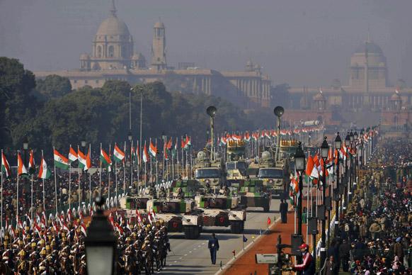 सैन्य ताकत : नई दिल्ली में 64वें गणतंत्र दिवस समारोह के दौरान राजपथ पर परेड में सेना वाहनों को भी प्रदर्शित किया गया।