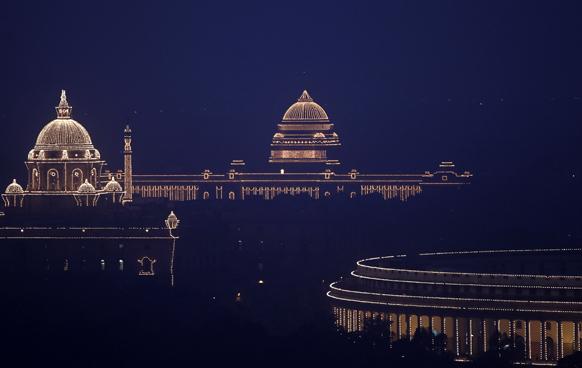 रोशनियों से नहाया, राष्ट्रपति भवन,संसद और आसपास का इलाका।