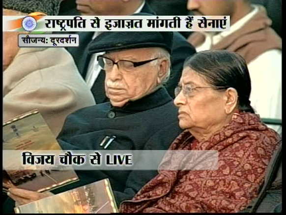 इस मौके पर बीजेपी के वरिष्ठ नेता लालकृष्ण आडवाणी अपनी पत्नी के साथ।