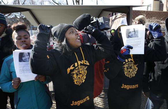शिकागो में बंदूक विरोधी लोगों ने एक रैली निकाली।
