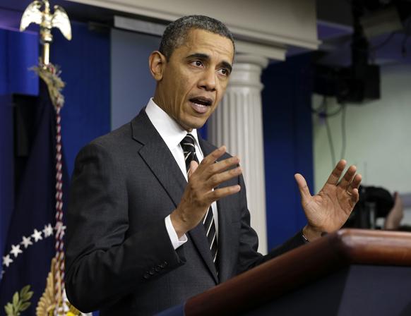 वाशिंगटन के व्हाइट हाउस में जेम्स ब्रेडी प्रेस ब्रीफिंग कक्ष में संवाददाताओं को संबोधित करते अमेरिकी राष्ट्रपति बराक ओबामा।