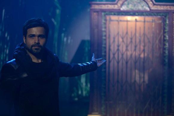 एकता कपूर की फिल्म 'एक थी डायन' में इमरान हाशमी ने जादूगर की भूमिका निभाई।