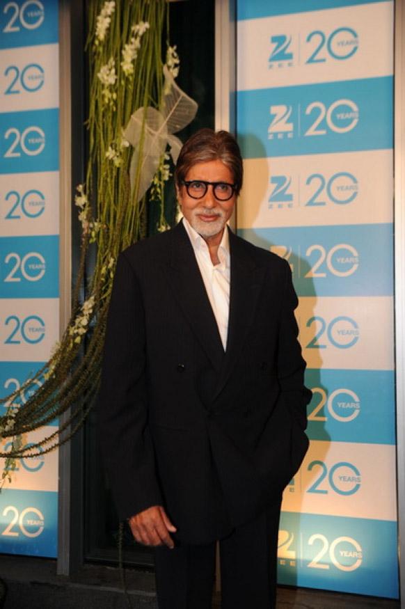 ज़ी टीवी के 20 साल के शानदार समारोह में अमिताभ बच्चन।