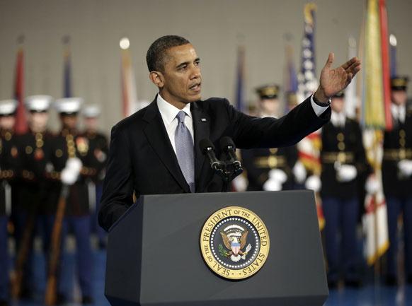 रक्षा सचिव लियोन पेनेटा के सम्मान में फेयरवेल समारोह में बोलते हुए अमेरिका के राष्ट्रपति बराक ओबामा।