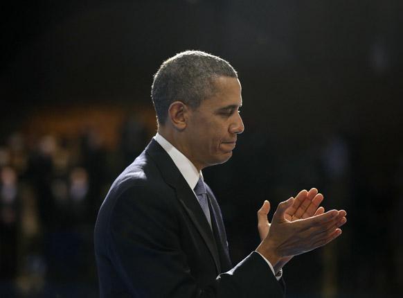 वा के अर्लिंगटन में रक्षा मंत्री लियोन पनेटा के विदाई समारोह में अमेरिकी राष्ट्रपति बराक ओबामा।