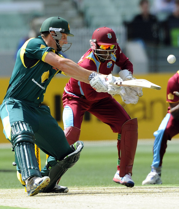मेलबर्न में वनडे मैच के दौरान आस्ट्रेलियाई एवं वेस्टइंडीज के खिलाड़ी।