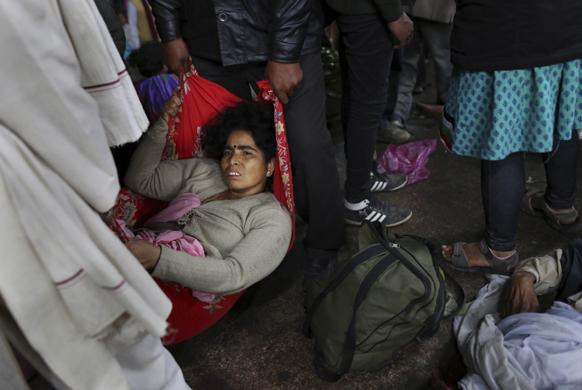 इलाहाबाद में अचानक प्लेटफॉर्म बदले जाने से भगदड़ मची और उसमें कई लोग हताहत हो गए।