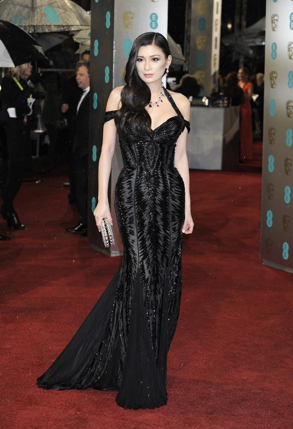 लंदन के रॉयल ओपेरा हाउस में बाफ्टा फिल्म अवॉर्ड समारोह में शिरकत करने पहुंची निर्माता रेबेका वंग।