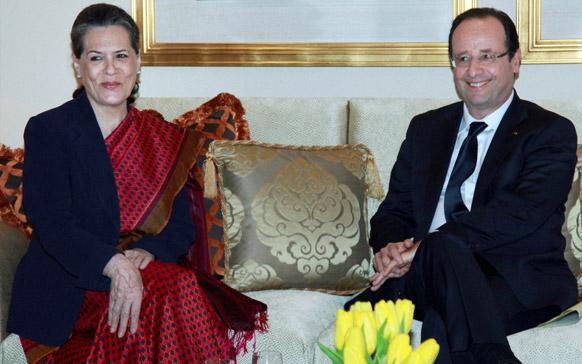 नई दिल्ली में एक बैठक के दौरान भारतीय राष्ट्रीय कांग्रेस की अध्यक्षा और यूपीए की चेयरपर्सन सोनिया गांधी और फ्रांस के राष्ट्रपति फ्रांस्क्वा औलांदे।