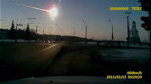 रूस के यूराल पर्वतमाला क्षेत्र में चेल्याबिंस्क कजाकिस्तान की सीमा के निकट शुक्रवार को विशाल उल्कापात से 1500 से अधिक लोग जख्मी हो गए।