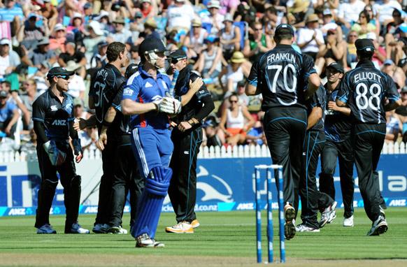 न्यूजीलैंड के खिलाफ पहले वनडे में इंग्लैंड के मॉर्गन एक रन पर आउट हो गए।