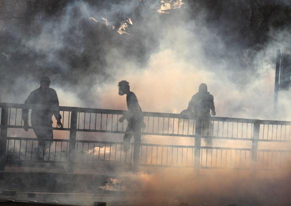 बर्लिन में सरकार के खिलाफ प्रदर्शन करते प्रदर्शनकारी।