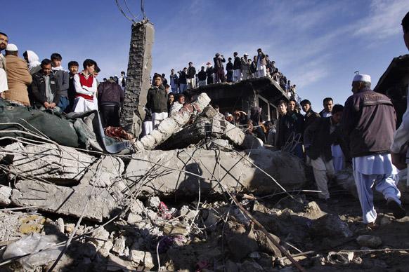 पाकिस्तान के क्वेटा में बम ब्लास्ट के बाद तबाही का मंजर।