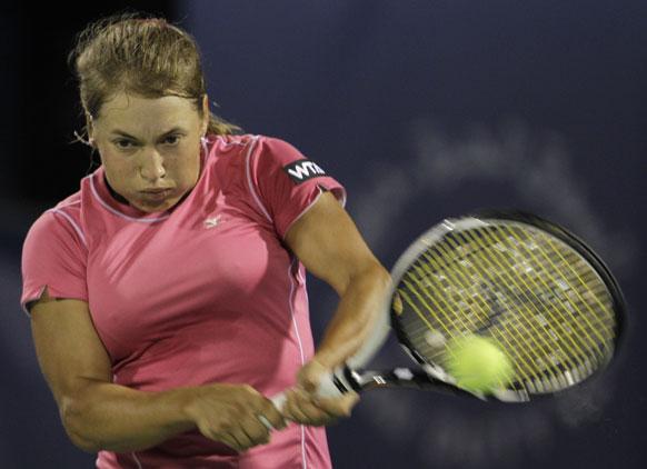 दुबई में ड्यूटी फ्री टेनिस चैंपियनशिप के दौरान कजाकिस्तान की यूलिआ पुतिनसेवा।