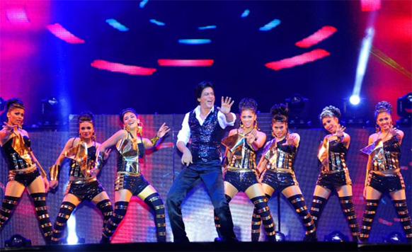 शाहरूख ने कई कलाकारों के साथ शानदार प्रस्तुति देकर सबका मन मोह लिया।