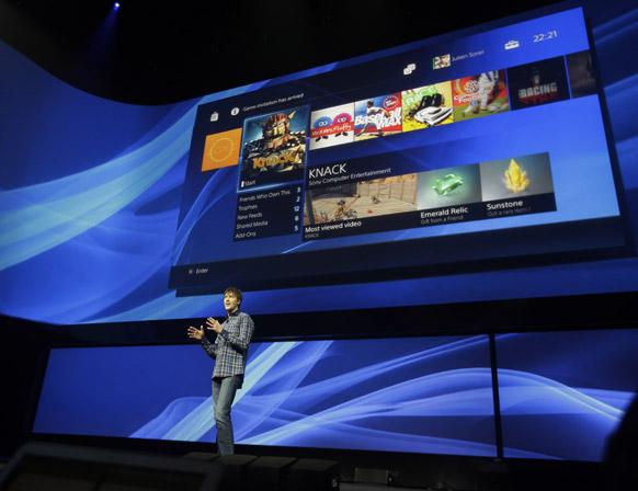 न्यूयॉर्क में आयोजित एक संवाददाता सम्मेलन में सोनी प्लेस्टेशन-4 पर बने नए वीडियो गेम के बारे में जानकारी देते मार्क केर्नी।