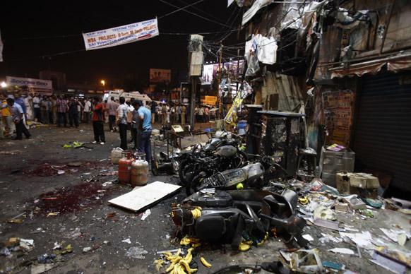हैदराबाद के दिलसुख नगर में विस्फोट के बाद का दृश्य।