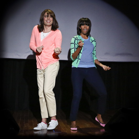न्यूयार्क के एक कार्यक्रम में नृत्य करतीं अमेरिका की पहली महिला मिशेल ओबामा।