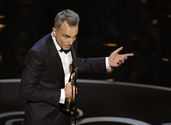 फिल्म लिंकन के रोल के लिए डेनियल डे ने बेस्ट एक्टर का खिताब जीता।
