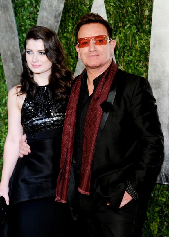 कैलिफोर्निया में वेनिटी फेयर ऑस्कर पार्टी 2013 में म्यूजिशियन बोनो और उनकी पत्नी अली हेवसन।