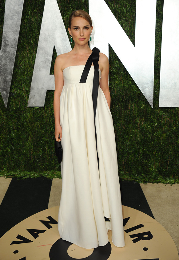 कैलिफोर्निया में वेनिटी फेयर ऑस्कर पार्टी 2013 में अभिनेत्री नटाली पोर्टमन।