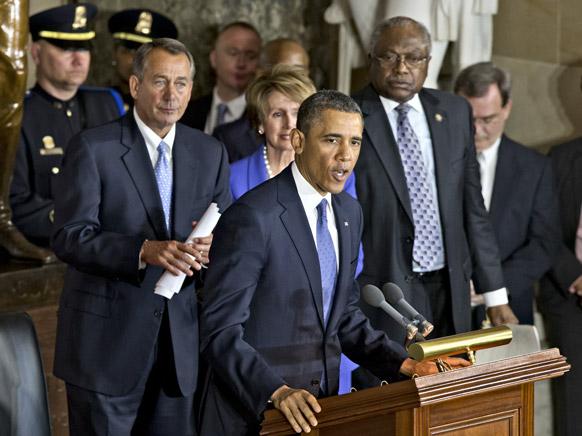 अमेरिकी राष्ट्रपति बराक ओबामा कांग्रेसी नेताओं के साथ सियासी मुद्दों पर चर्चा करते हुए।