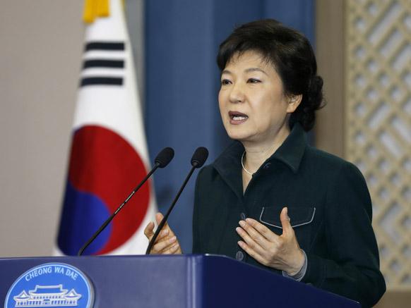 साउथ कोरिया की राष्ट्रपित पार्क जेन हे राष्ट्र को संबोधित करती हुई।
