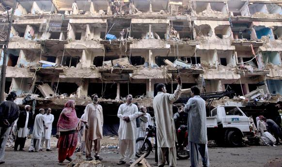 पाकिस्तान के कराची में रविवार को कार बम ब्लास्ट हुआ।