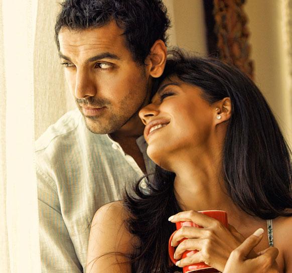 इस फिल्म में जॉन अब्राहम ने म्यूजिक डायरेक्टर की भूमिका निभाई है। चित्रंगदा सिंह उनकी गर्लफ्रेंड हैं।