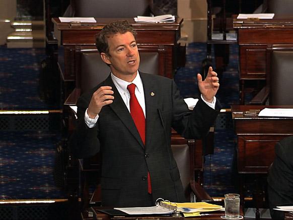 वाशिंगटन के कैपिटल हिल में सीनेट फ्लोर पर संबोधित करते हुए एक अमेरिकी सीनेटर।